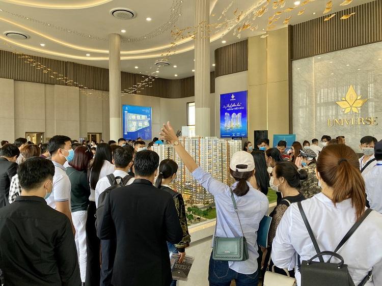 Hàng trăm khách hàng tham dự lễ mở bán Biên Hòa Universe Complex